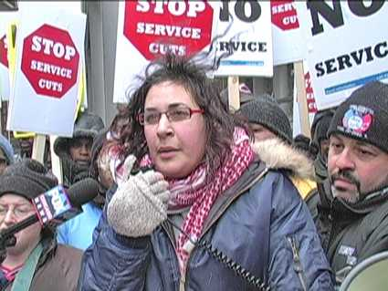 Heather Benno,  NoCTACuts.org, addresses rally at CTA headquarters. Photo: Gary Brooks/Labor Beat.