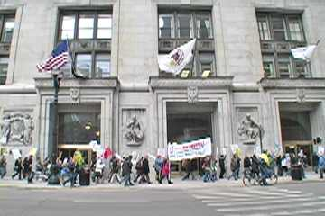 March passes Chicago City Hall. Photo: Labor Beat.