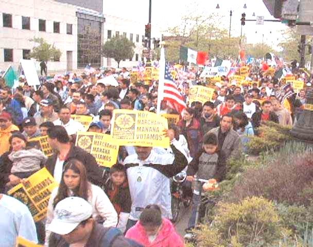 Immigrants support rally May Day 2006 in Chicago  drew 500,000+ (Labor Beat photo)