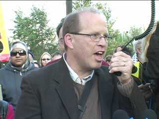 Joe Iosbaker addresses big protest at FBI HQ in Chicag. Photo: Labor Beat.