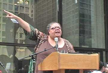 Karen Lewis at Sept 21, 2010 rally in Daley Center. Photo: Labor Beat.