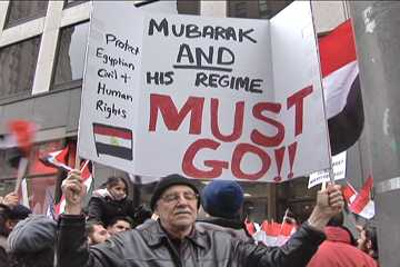 This Mubarak Must GO sign summed up the mood of the crowd. Photo: Labor Beat.
