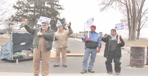 UAW Local  members on strike at American Axle. Photo: Labor Beat.