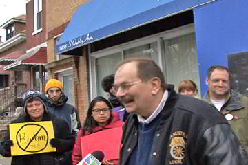 Richard de Vries, Union Rep., IBT 705, speaks in front of Alderman Solis office. Photo: David Vance / Labor Beat.