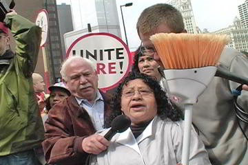 Sandra Miranda, Hyatt housekeeper, speaks at teachers / hotel workers rally. Photo: Labor Beat.