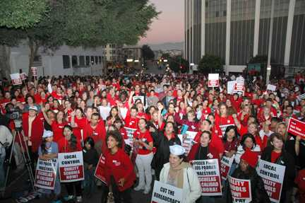 Los Angeles public school teachers rally for a contract. Photo credit: UTLA