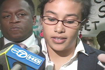 Viviana Moreno, Wright College student, explains objections to CCC New District Policies. Photo: Labor Beat.